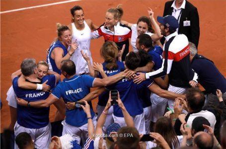 فرنسا تعود إلى نهائي كأس الاتحاد لسيدات التنس